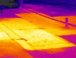 屋顶表面下隔热板的情况.png