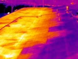 被湿气损害的屋顶平台.png